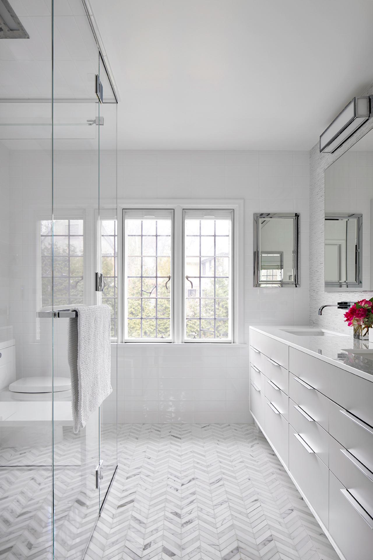 Claire-Paquin_Harcourt-bathroom.jpg.rend.hgtvcom.1280.1920