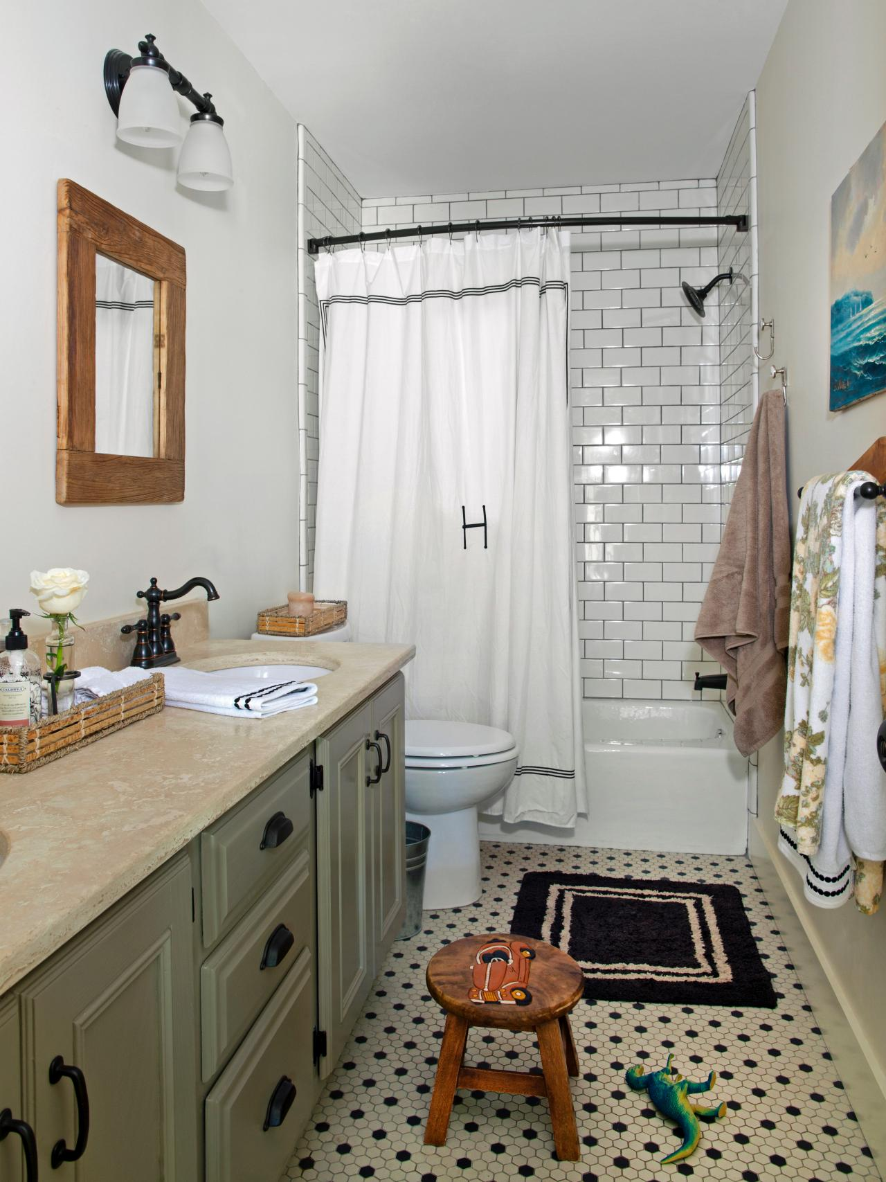 DP_Darnell-Cottage-Boys-Bathroom_s3x4.jpg.rend.hgtvcom.1280.1707