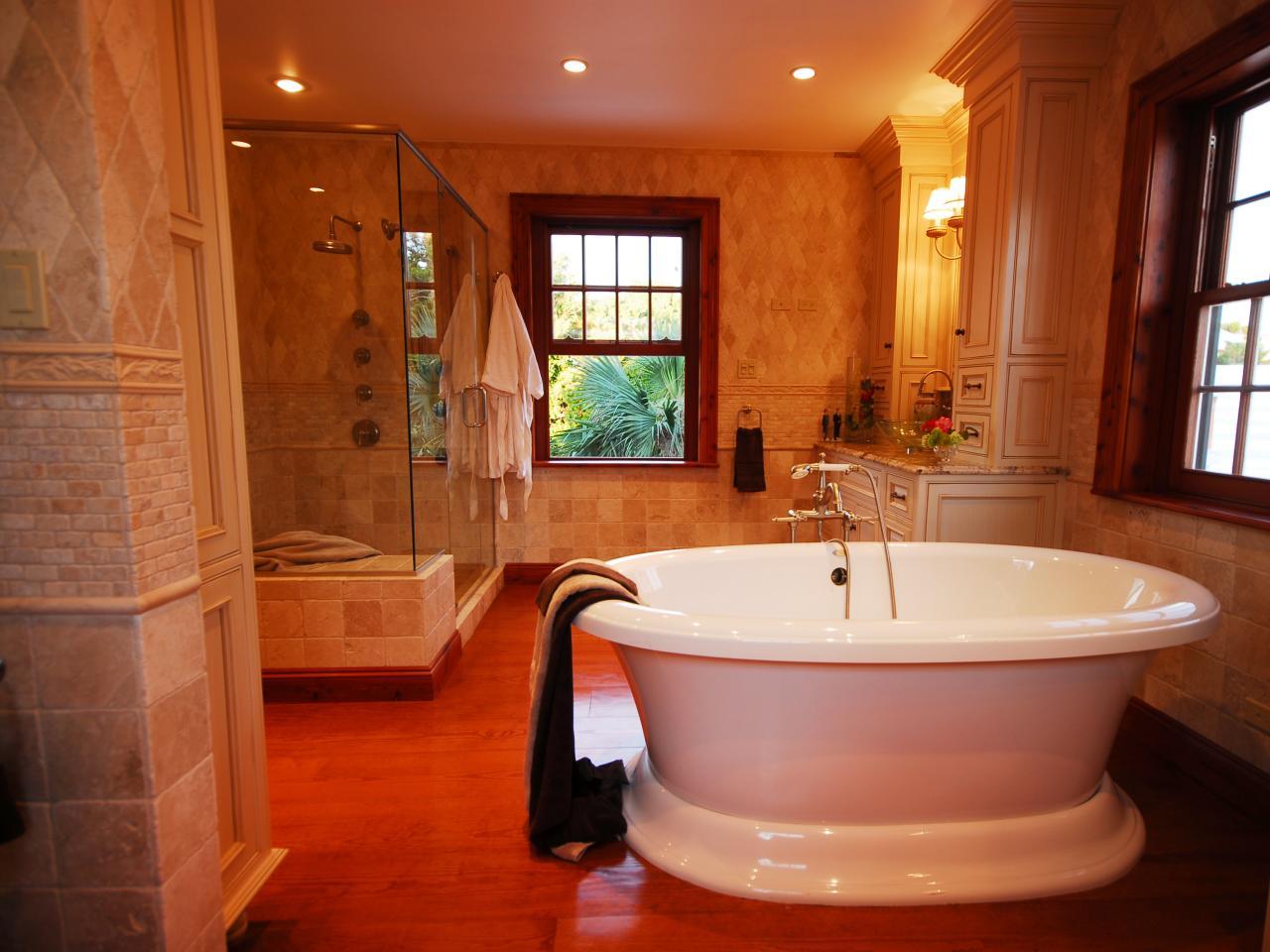 DP_Gladys-Schanstra-freestanding-bathtub_s4x3.jpg.rend.hgtvcom.1280.960