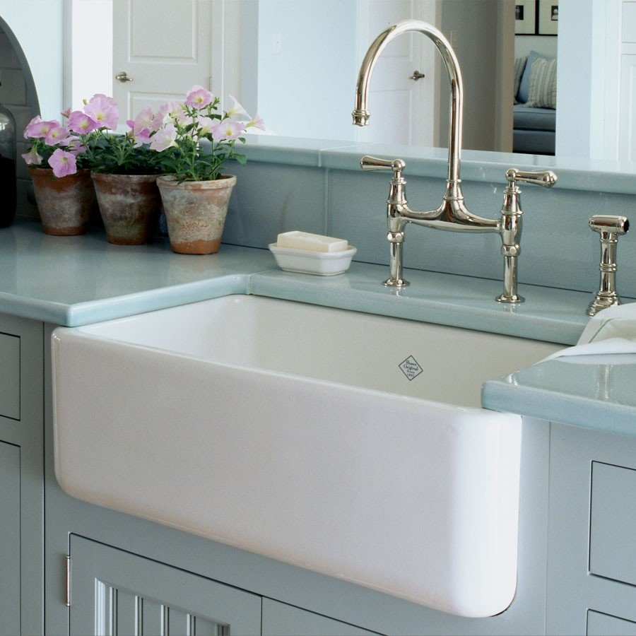 Decorating-farmhouse-bathroom-sink