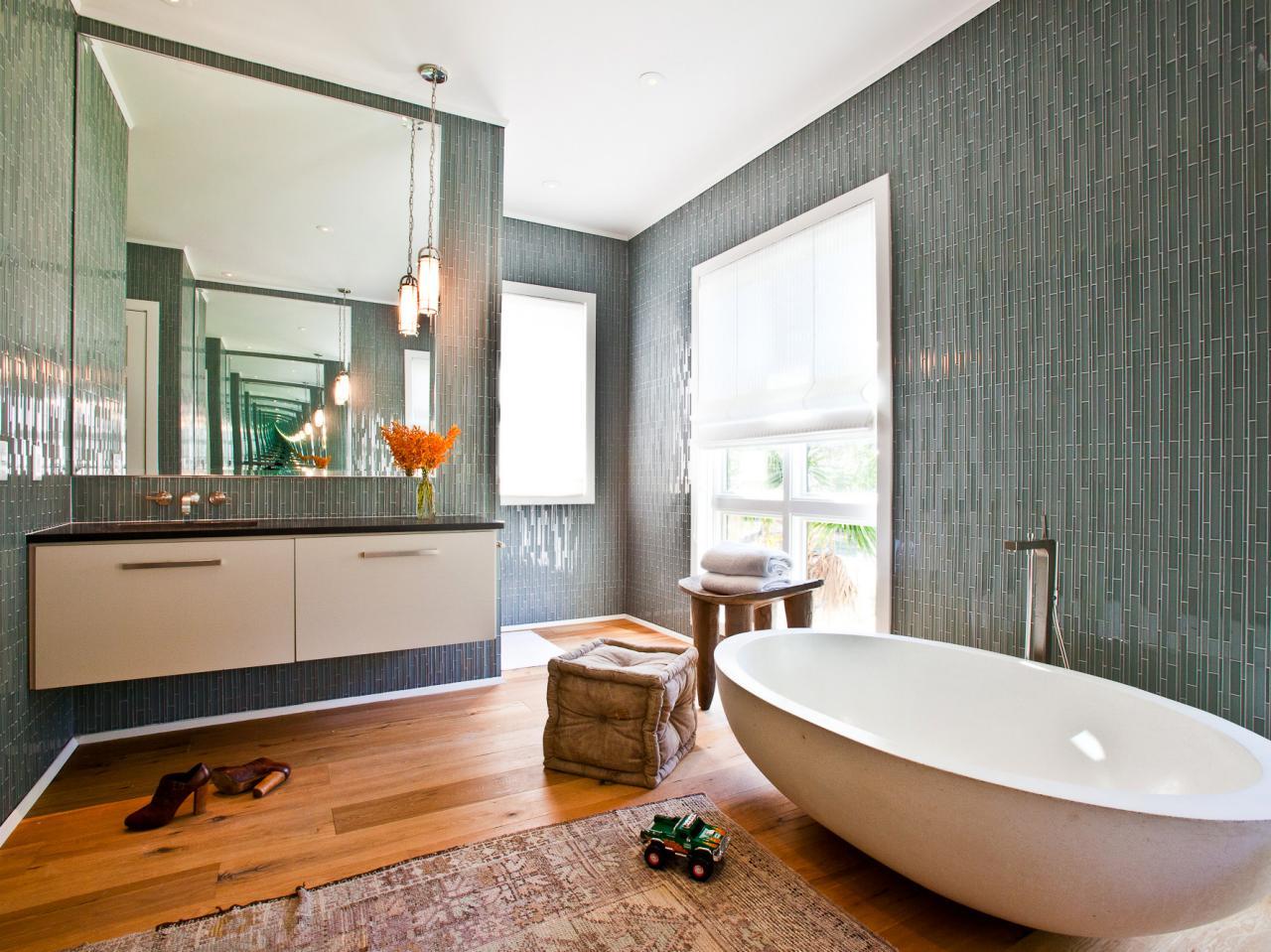 Original_Bathroom-Tile-Cortney-Bishop-Glass-Vertical-Tiles_s4x3.jpg.rend.hgtvcom.1280.960