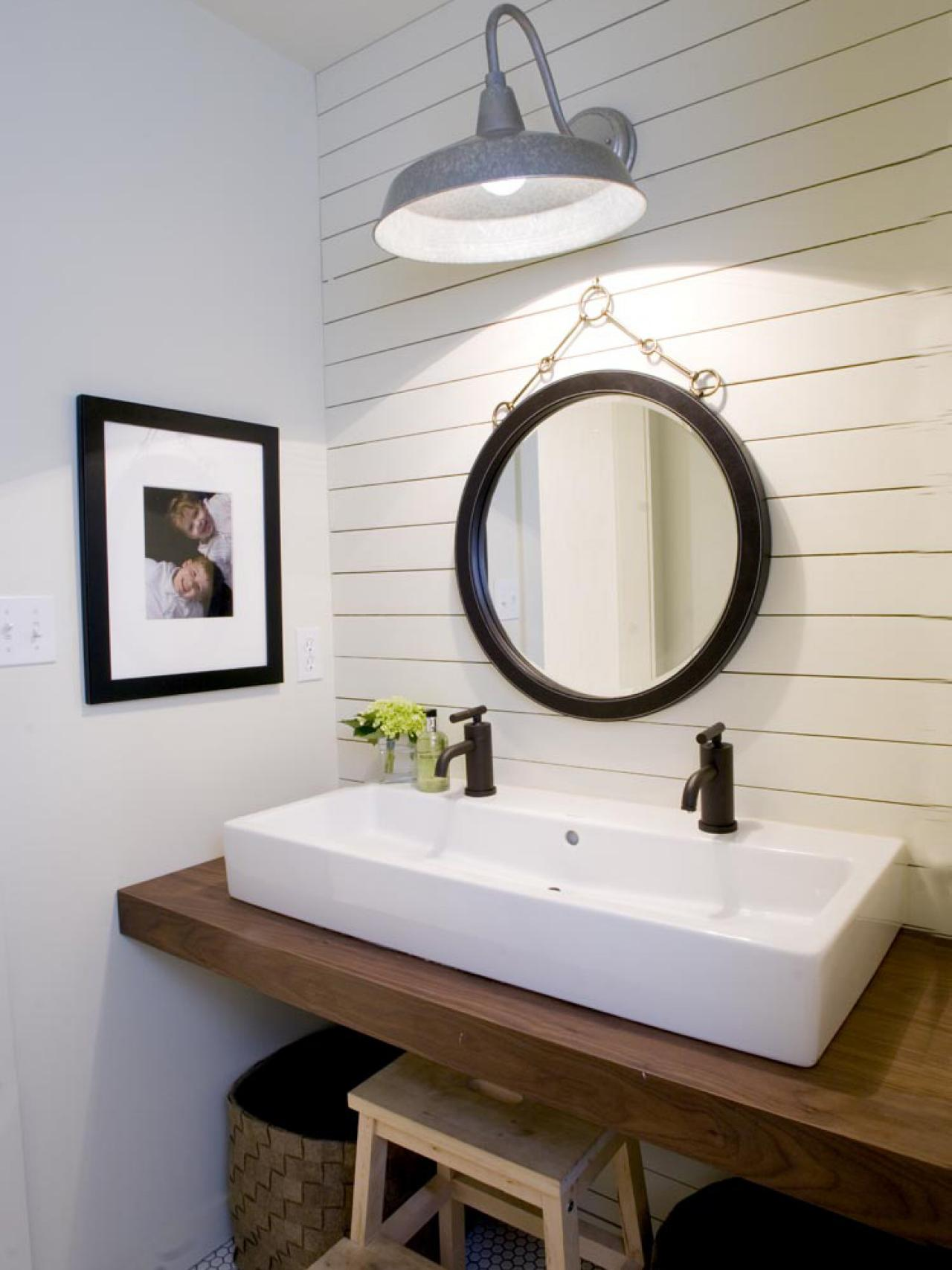 RMS-dwanderson_modern-farmhouse-bathroom_s3x4.jpg.rend.hgtvcom.1280.1707
