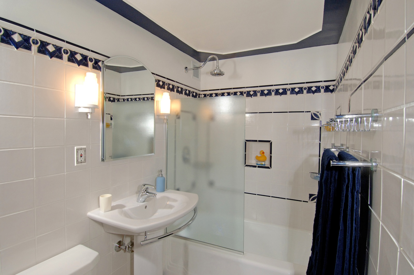 Shaker-Heights-Van-Aken-Blvd.-Condo-Circa-1951-Art-Deco-Bathroom-1
