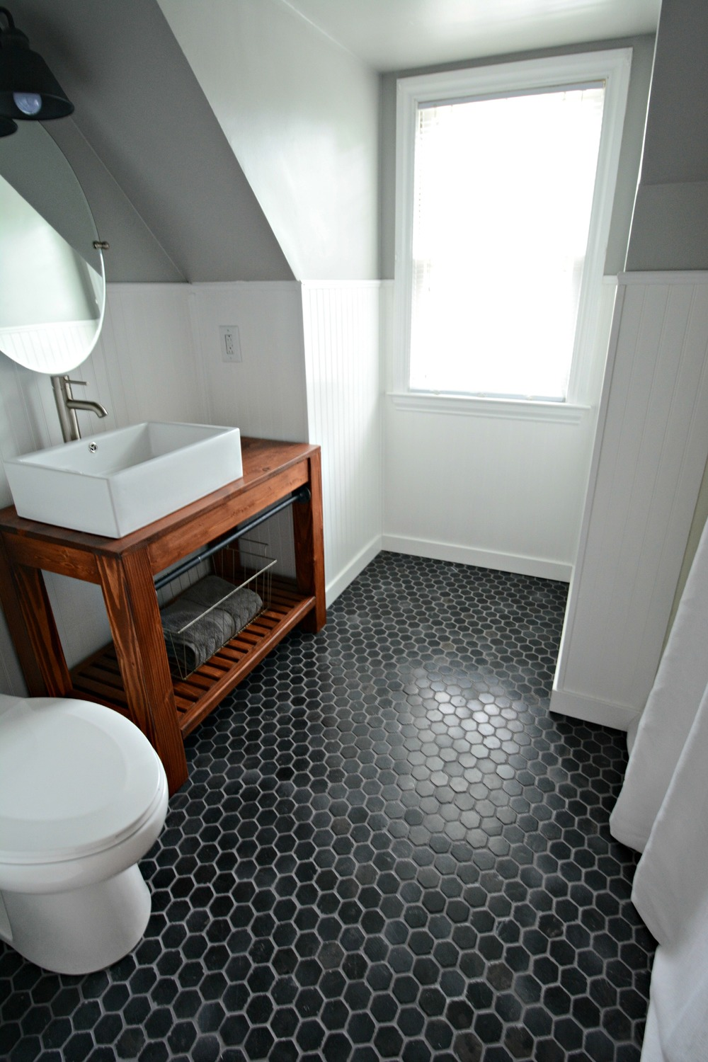 Small,+Inexpensive+Bath+Reveal+{beadboard,+farmhouse,black+hex+tile+floor,+sherwin+williams+argos,+diy+vanity}