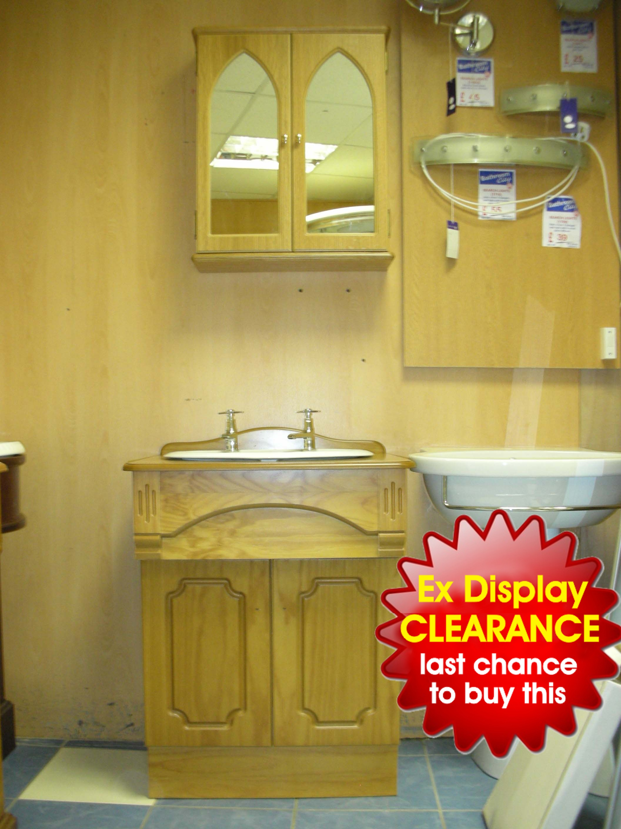 Traditional vanity unit with wall cabinet