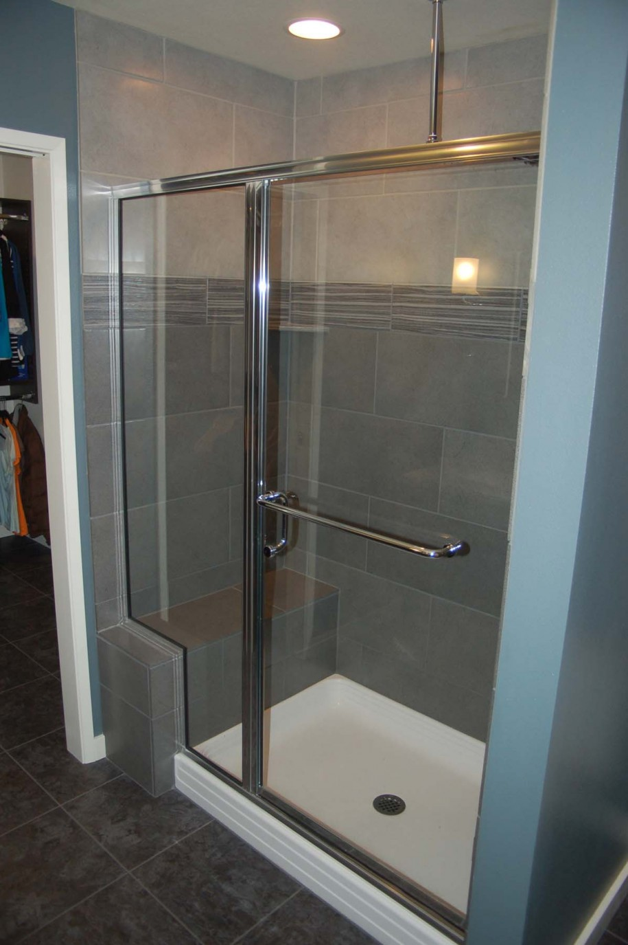 bathroom-modern-bathroom-shower-room-design-with-glass-door-and-stainless-frame-combine-with-grey-tile-wall-and-white-shower-pan-also-rectangular-shower-bench-bathroom-shower-tile-ideas-photos
