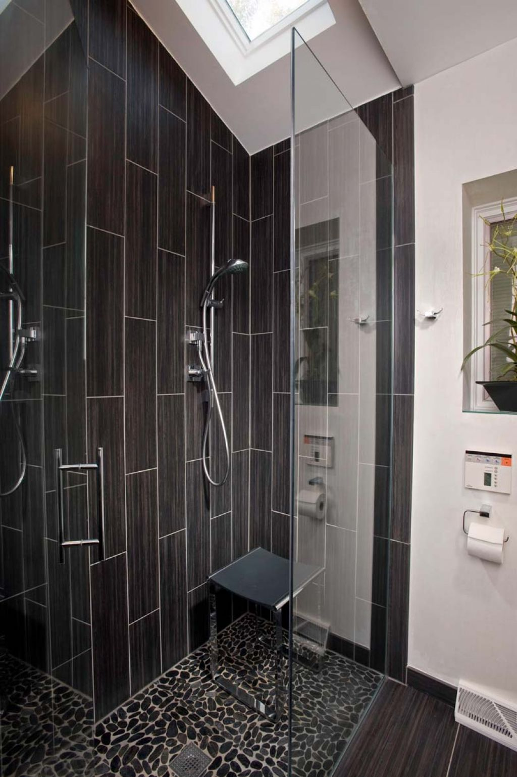 black-lovely-shower-tiles-design