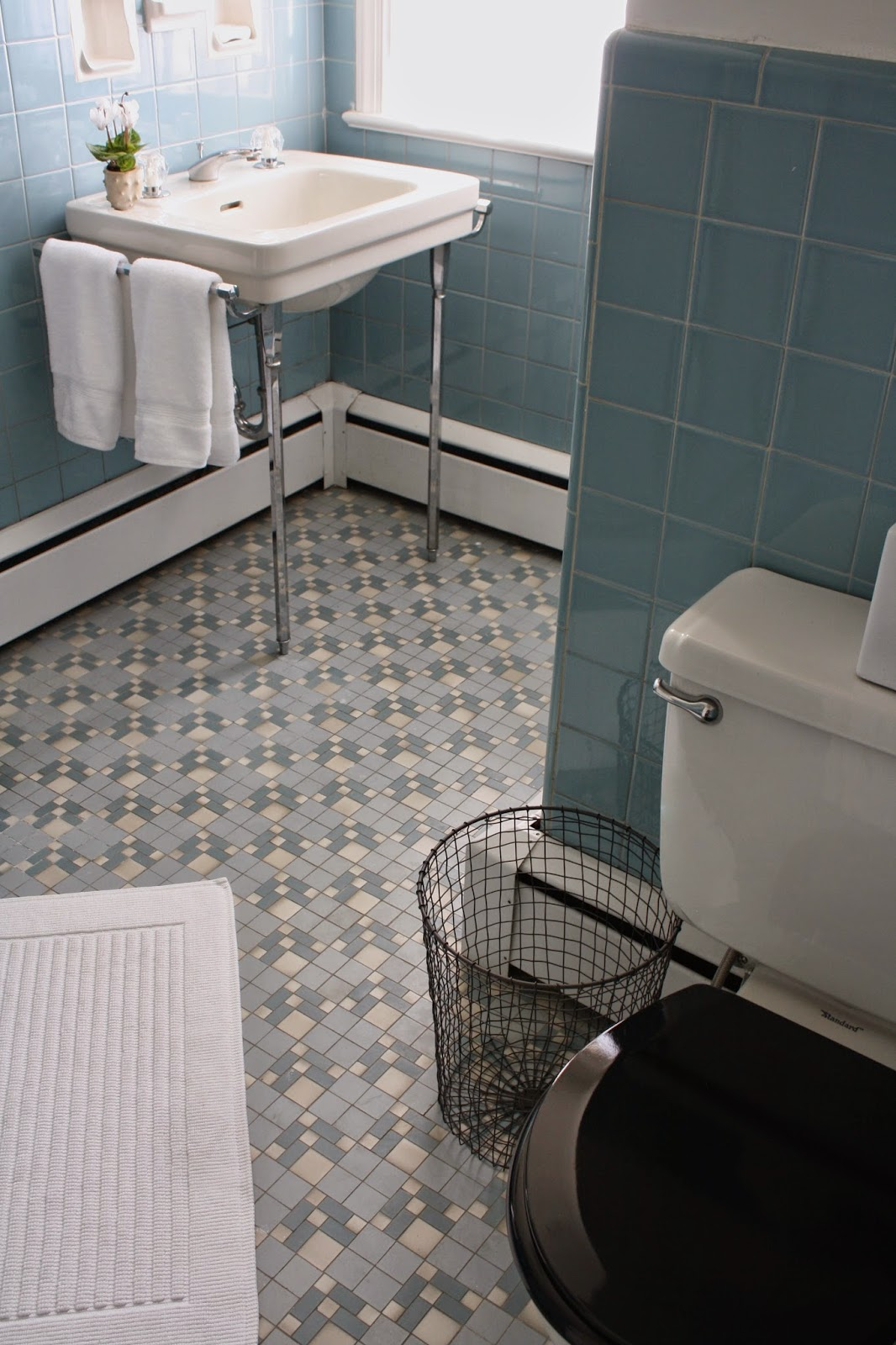 ... Blue Bathroom_view Of Floor Tile ...