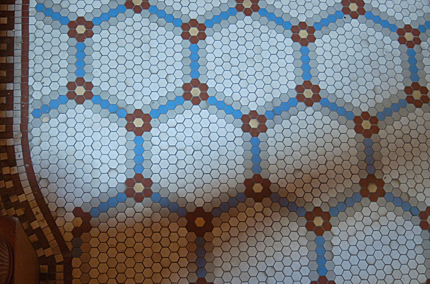 elegant-flooring-design-ideas-for-kitchen-and-bathroom-areas-with-blue-hexagon-floor-tile-pattern-cool-flooring-design-ideas-using-hexagon