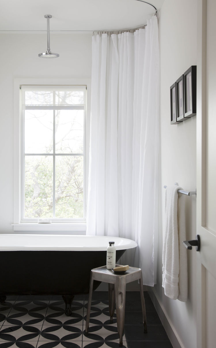guest-bath-with-black-white-tile
