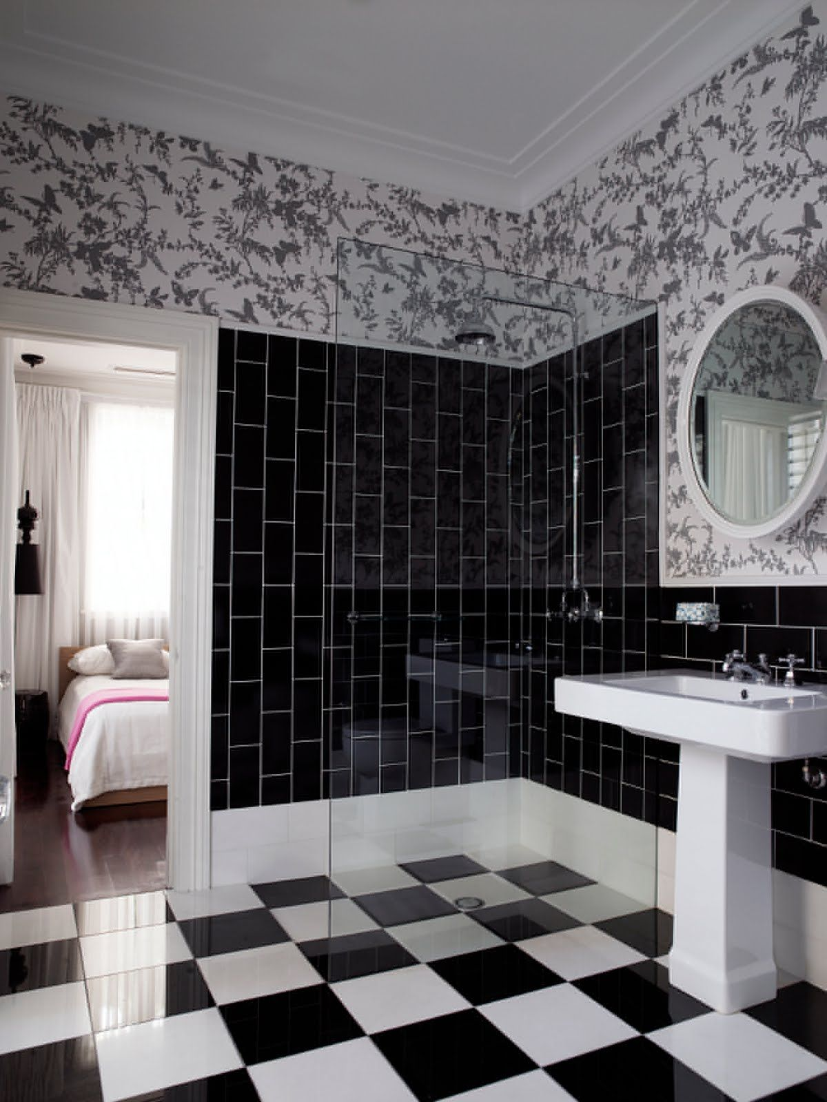nice-black-and-white-floral-bathroom-tiles-design