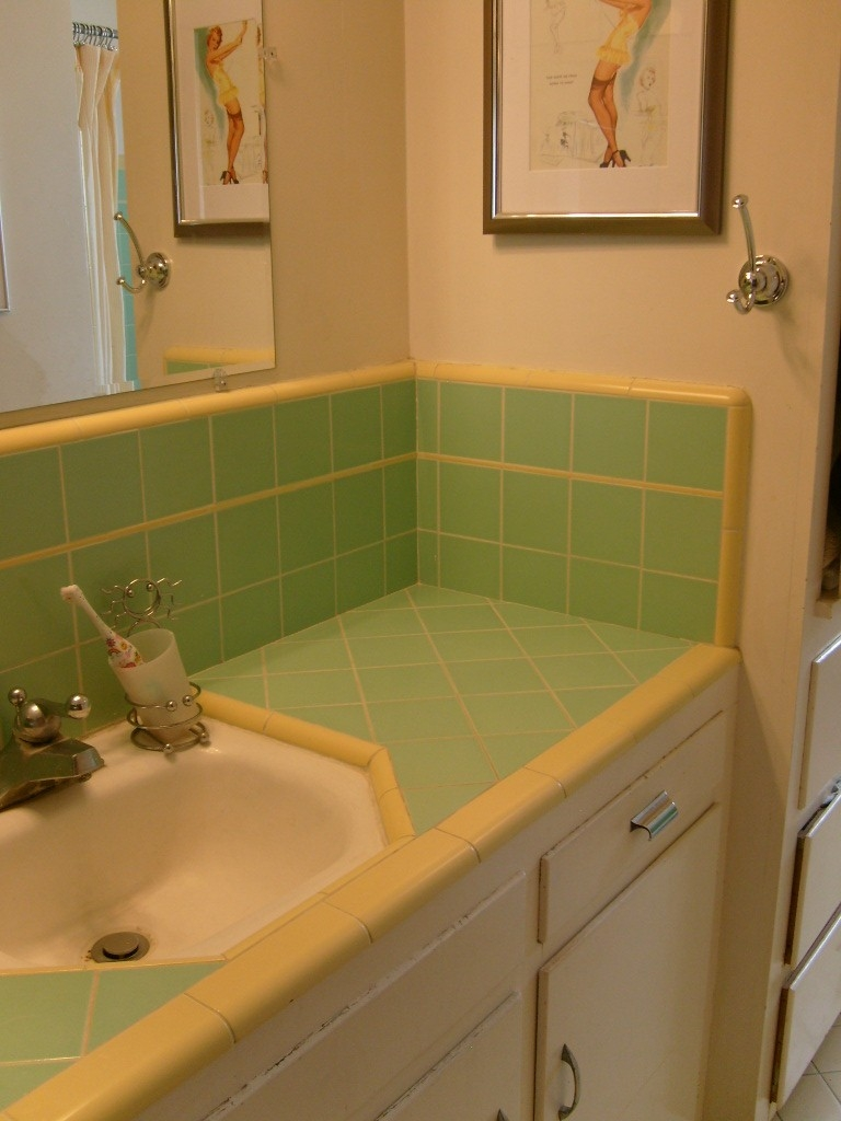vintage-pink-and-green-tile-bathroom-with-vintage-vanities-for-rustic-style-bathrooms-ideas-with-green-ceramic-splash-back-and-simple-vanities-farmhouse-bathroom-pictures-design-ideas