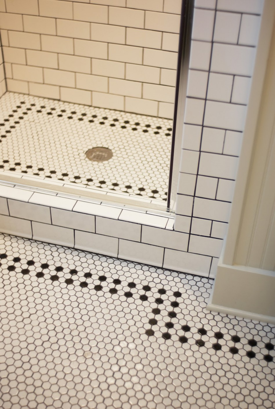 30 bathroom hex tile ideas for Rectangular bathroom layout