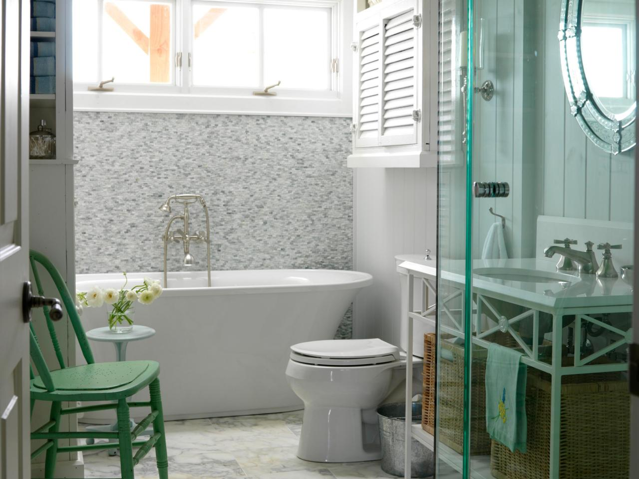 HSSUH103_bathroom-marble-floor-slipper-tub-venetian-mirror_s4x3.jpg.rend.hgtvcom.1280.960