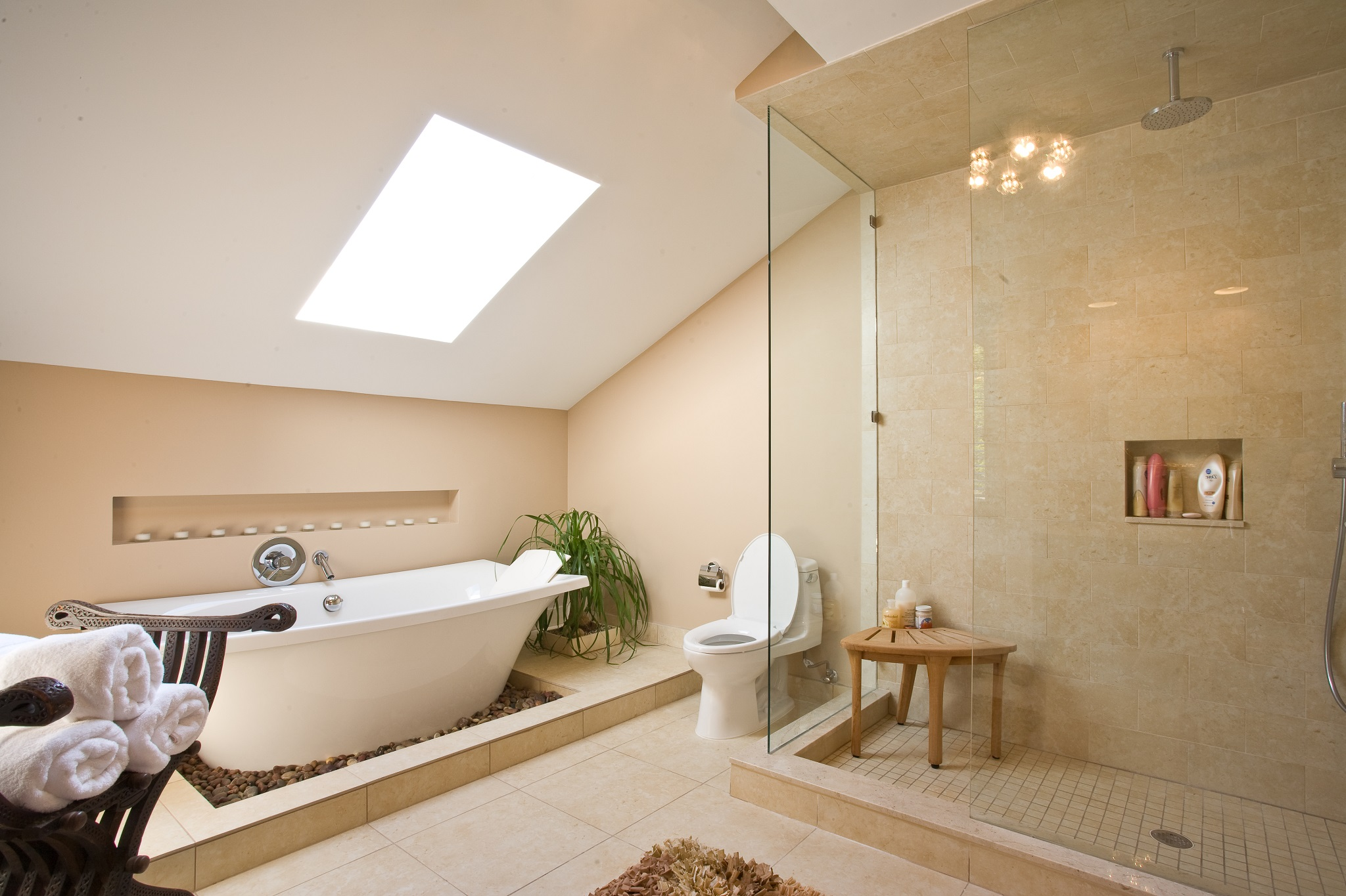 Minimalist-Luxury-Bathroom-with-Shower-Room