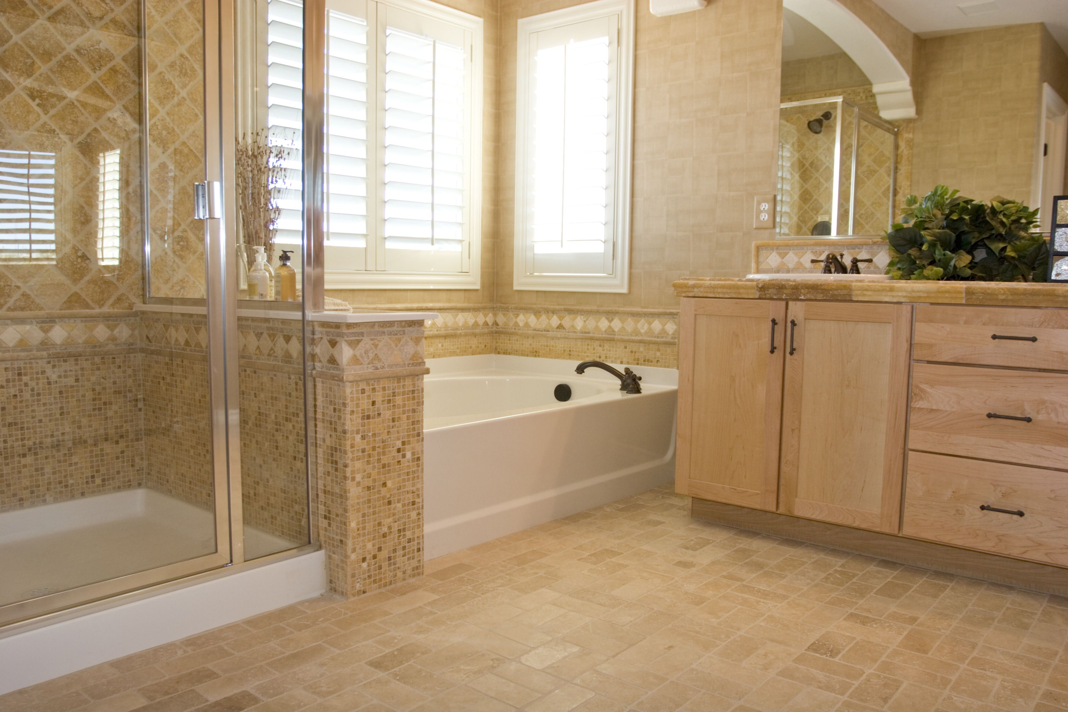 ... Beautiful And Good Looking Bathroom With Travertine ...